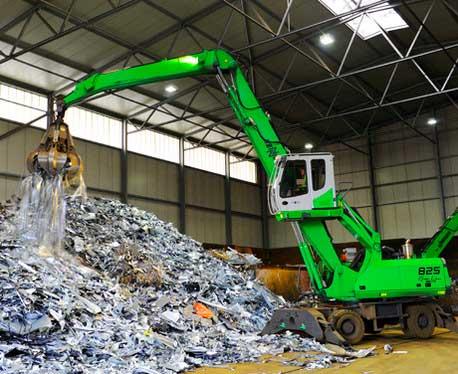 Máquina Sennebogen 825 para el reciclado de metales